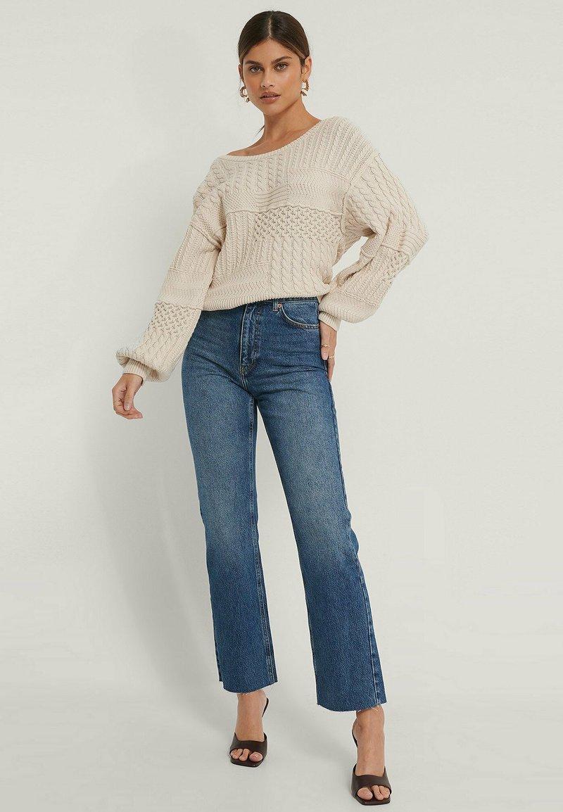 NA-KD - HIGH WAIST RAW - Straight leg jeans - mid blue