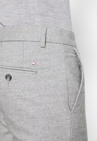 Tommy Hilfiger - DENTON CHINO WOOL LOOK FLEX - Chinos - grey