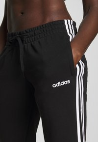 adidas Performance - ESSENTIALS 3STRIPES OPEN HEM SPORT PANTS - Träningsbyxor - black/white - 5
