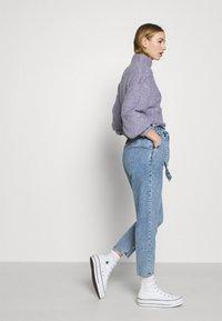 ONLY - ONLJANE PAPERBAG BELT - Relaxed fit jeans - light-blue denim - 3