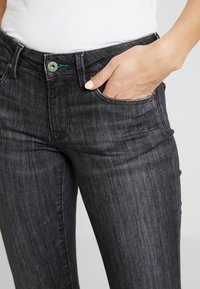 Pepe Jeans - PICCADILLY - Jeans bootcut - grey denim - 4