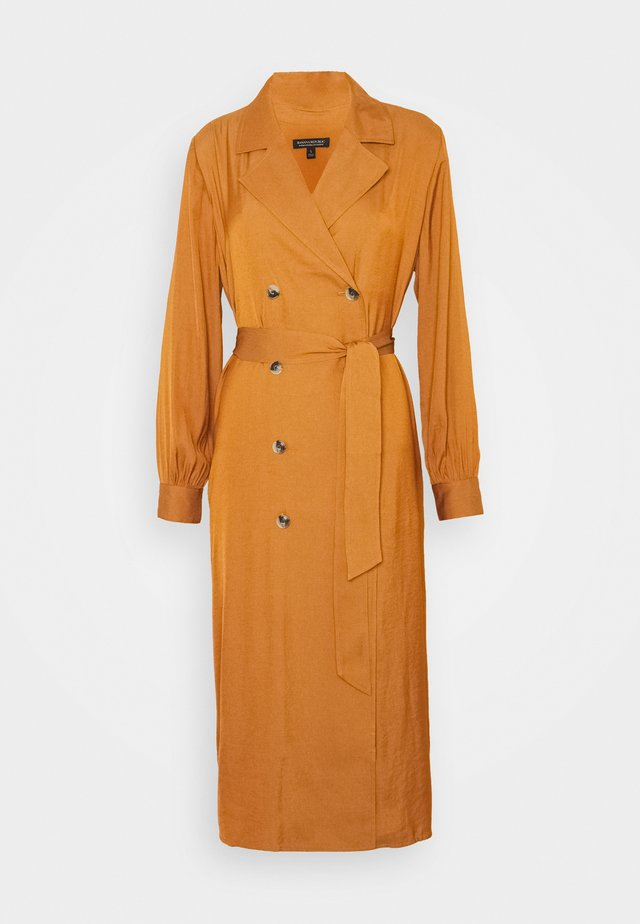 MIDI TRENCH DRESS - Trenchcoat - sand shell