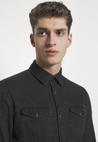 Jack & Jones - JJESHERIDAN SLIM - Shirt - black denim - 3