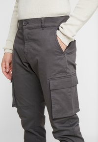 Only & Sons - ONSCAM STAGE CUFF - Cargo trousers - grey pinstripe - 3