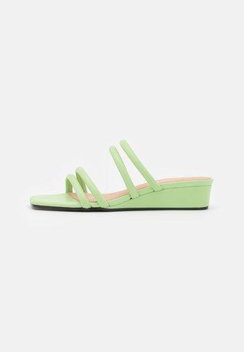 Pantofle - green dusty light