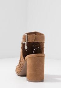 XTI - High heeled sandals - camel - 5