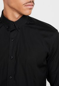 BY GARMENT MAKERS - THE ORGANIC SHIRT - Skjorter - black - 5