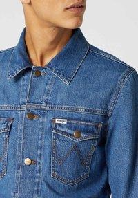 Wrangler - Veste en jean - bora blue - 4