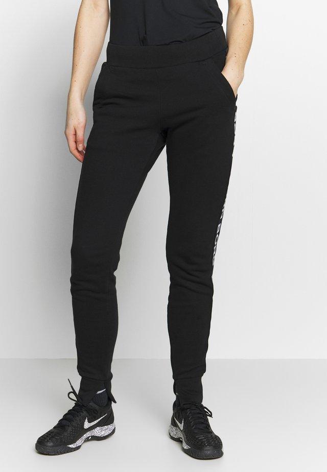 SPORT LOGO PANTS - Verryttelyhousut - black beauty