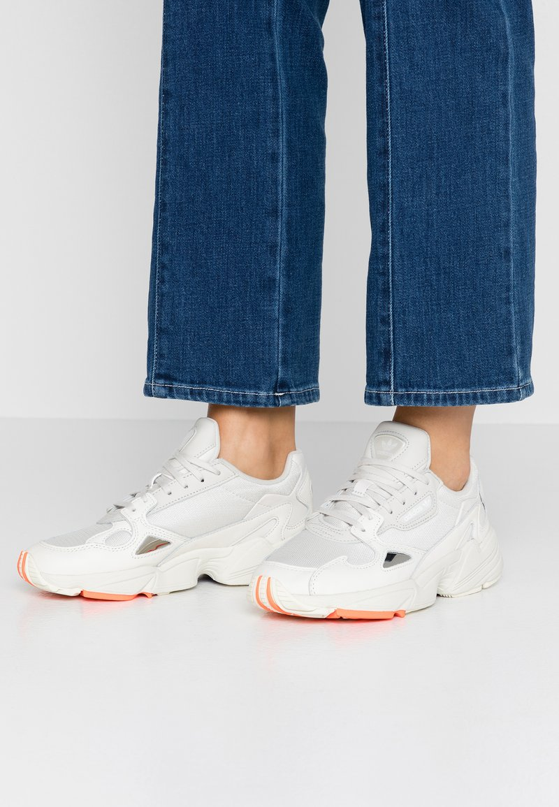 adidas Originals - FALCON TORSION SYSTEM RUNNING-STYLE SHOES - Sneaker low - offwhite/raw white/active purple