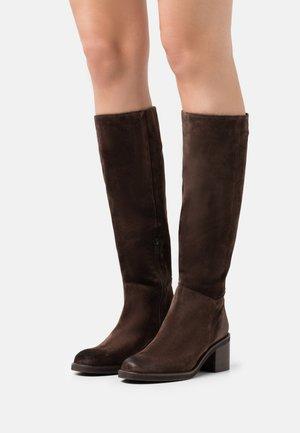 Boots - cortina oil testa