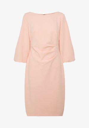LUXE DRESS - Žerzejové šaty - pink macaron