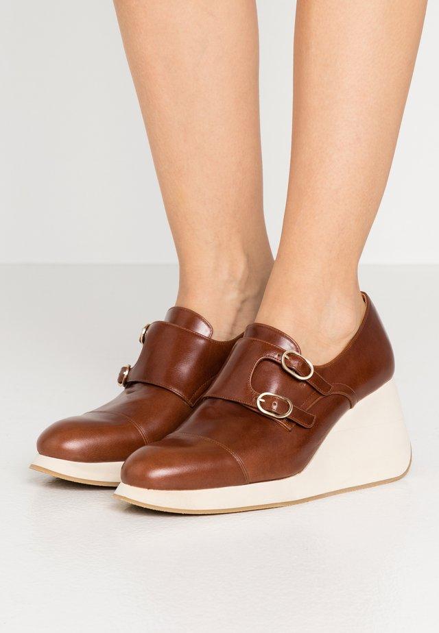 YERIS - Platform heels - gotti castano