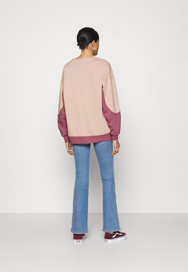 JE TAIME COLOUR BLOCK - Bluza - pink