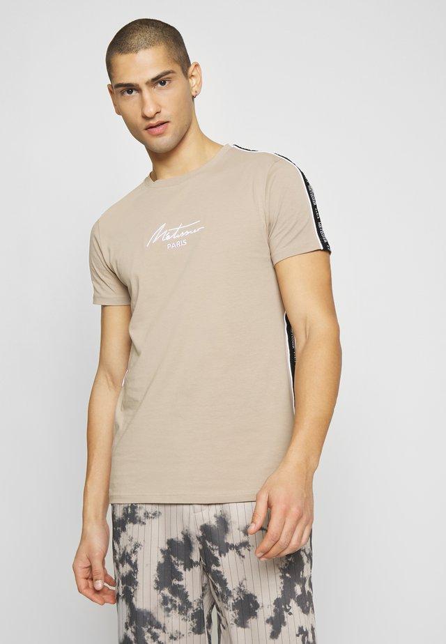 METISSIER LAUDO - T-shirt med print - sand