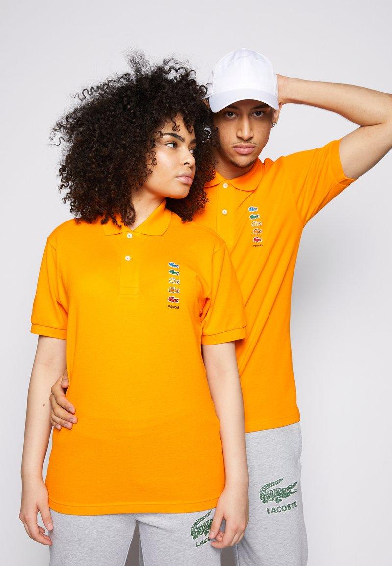 Lacoste - POLAROID UNISEX - Polo shirt - orpiment