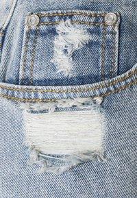 Missguided Petite - HEM DISTRESS - Shorts di jeans - blue - 2