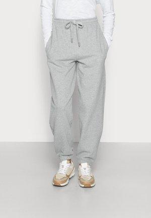 ORGANIC FELPA PANTS - Teplákové kalhoty - cloudy grey