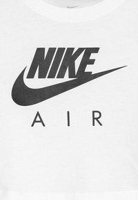 Nike Sportswear - TEE AIR CROP - T-shirt z nadrukiem - white/black - 3