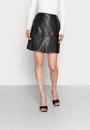 SKIRT PATCHED POCKETS ZIPPER - Kožená sukně - black