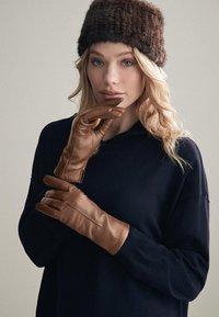 Falconeri - Gloves - braun - 8552 - castagna - 1