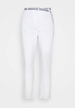 MODERN SLIM PANT - Spodnie materiałowe - white