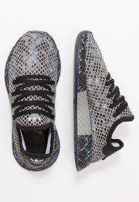 adidas Originals - DEERUPT RUNNER STREETWEAR-STYLE SHOES  - Joggesko - core black/footwear white - 1