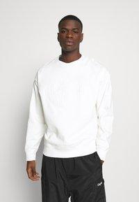 Lacoste LIVE - Sweatshirt - flour - 0
