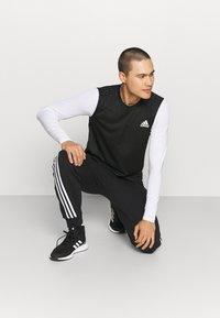 adidas Performance - DESIGN 2 MOVE 3-STRIPES AEROREADY PRIMEGREEN TRAINING WORKOUTSLEEVELESS T-SHIRT - Top - black - 4