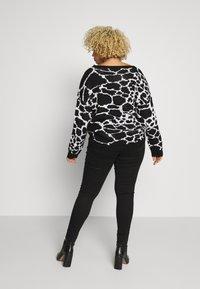 Missguided Plus - VICE HIGHWAISTED SLASH KNEE  - Jeans Skinny Fit - black - 2