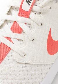 Nike Golf - ROSHE - Golfové boty - sail/magic ember/white/newsprint - 5