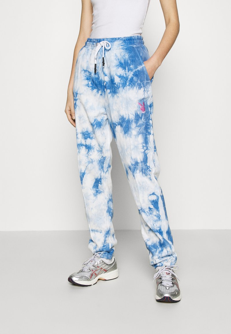 Missguided - PLAYBOY TIE DYE - Tracksuit bottoms - blue