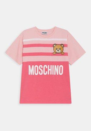 MAXI UNISEX - Print T-shirt - sugar/camellia rose