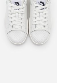 Diesel - CLEVER S-CLEVER LOW LACE W - Trainers - white - 5