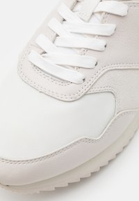 Lacoste - AESTHET LUXE - Sneakers - white/black - 5