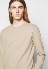 Les Deux - BRENON  - Long sleeved top - dark sand - 4