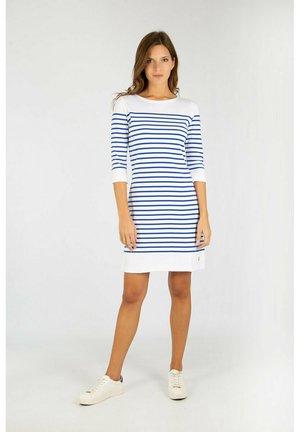 ILE-TUDY - Jumper dress - blanc/etoile