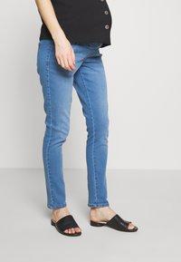Dorothy Perkins Maternity - OVERBUMP ELLIS - Jeans Skinny Fit - light wash denim - 0