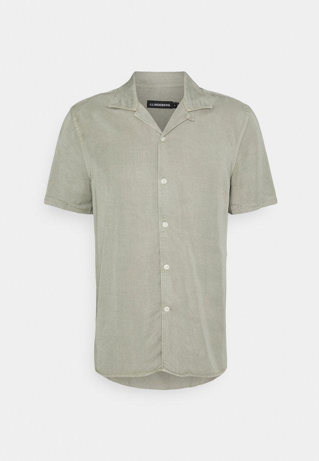 COMFORT RESORT SHIRT - Overhemd - sage