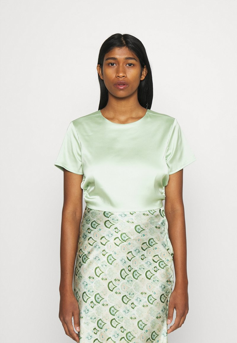 Missguided - CUT OUT BACK TIE CROP - Print T-shirt - sage