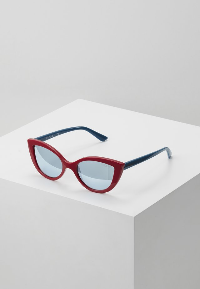 SUN - Sluneční brýle - red/blue
