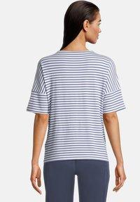 Betty & Co - Print T-shirt - weiß/blau - 2