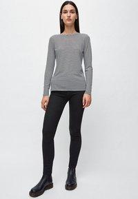 ARMEDANGELS - LARAA RING STRIPES - Long sleeved top - black/off white - 1