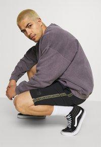 Quiksilver - NATIVE WALKSHORT - Shorts - black - 3