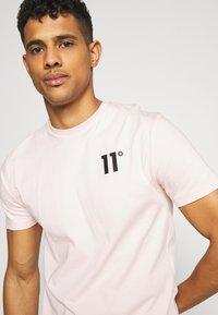 11 DEGREES - CORE  - T-shirt basic - powder pink - 4
