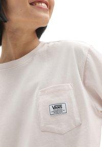 Vans - WM CLASSIC PATCH POCKET - Basic T-shirt - hushed violet - 2