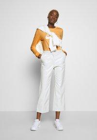 Nike Sportswear - TEE ICON - Topper langermet - topaz gold - 1