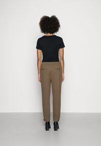 Marc O'Polo - PANTS, TRAVEL PANTS, MID RISE, TAPERED LEG, CUTLINES, DEM DETAIL - Trousers - nutshell brown - 2