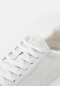 GANT - MC JULIEN  - Sneakersy niskie - bright white/cognac - 5