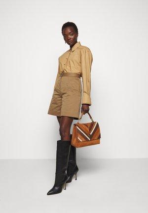 LIYA CHEVRON MED SATCHEL - Handbag - multi/ caramel